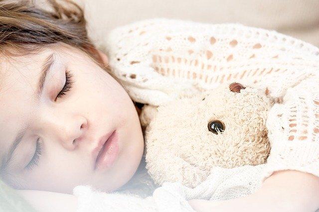 Как уложить ребенка спать летом в жару